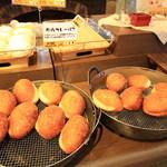 パンのかおり - 料理写真:人気NO.1の牛肉カレーパン