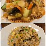 ひすい亭 - 料理写真:パリパリ五目焼きそば、半炒飯