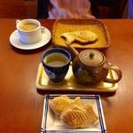 64175763 - 鯛焼き最中&蕎麦茶セット(手前) ¥800                       鯛焼き&コーヒーセット(上) ¥600
