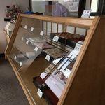 聖弘堂 - ガラスのショーケース