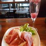 ワイン スタンド バジル - 桜スパークリング、パルマ産生ハム