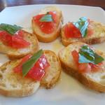 ワイン スタンド バジル - フレッシュトマトとバジルのブルスケッタ