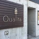 クアリタ - 店舗前駐車場ございます。