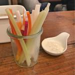 関西の味 串カツ マハカラ - お通し 野菜スティック