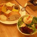 6418294 - ランチのサラダとパン