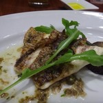 64182086 - ◆真鯛と旬菜のアンチョビソース 真鯛は小さめですが皮がパリッと焼かれいい食感でした。アンチョビソースも好みのテイストですがこれももう少し欲しいところ。 旬菜は「茄子一切れ」でしたけれど。(^^;)