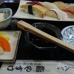 やすけ鮨 - にきり醤油を自分で付ける。楽しい(笑)