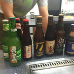 お好み焼き・鉄板焼き 織 - 各国のビールを揃えて、好みに合わせて勧めてもらえます。