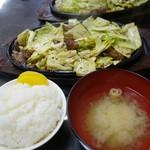 まんぷく亭 - (2017/1月)鉄板焼肉とライスとみそ汁