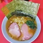 64191953 - ラーメン700円麺硬め。海苔増し100円。
