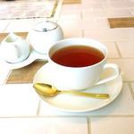 B by C - 食後の紅茶
