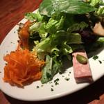 64196483 - グリーンサラダ、キャロットラペ、ラタトゥイユ、サラミ、きのこのマリネ、豚のパテ
