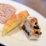 ワイン食堂 ル・プティ・マルシェ - お代わり自由 パン くるみ、チーズ、黒豆