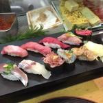 すしざんまい - 大トロ、中トロ、赤身、炙りトロ、ネギトロ、カツオたたき、タイ、桜えび、生しらす、煮蛤