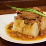 PAIRON - 魯肉がけ肉豆腐@税込390円:特筆すべき点はないですが、タンパク質を補給したいと思ったらオーダー。ちなみに、豆腐メニューは、これを含めて3種あります。