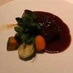 64207729 - 柔らかく煮込んだ国産牛ほほ肉の赤ワイン風味 季節野菜添え