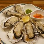バル OTTO - 蒸し牡蠣は3個600円、ダブルで注文です(2017.3.20)