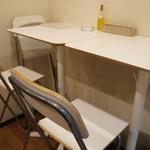 バル OTTO - 奥のテーブル席(2017.3.20)