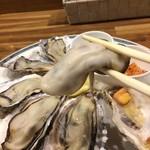 バル OTTO - プリップリで大粒、味も濃い今シーズンの牡蠣でした(2017.3.20)