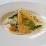 レストラン タテル ヨシノ 銀座 - グリーンアスパラガスのリゾット リードヴォーのポワレ添え