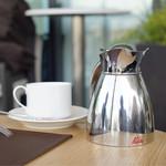 BISTRO MARX - ブレンドコーヒーはポットで提供されます。