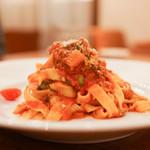デリツィオーゾ イタリア - 季節野菜のトマト煮込みソースの生パスタ