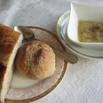 64217471 - 自家製ライ麦パンとしょうゆパン