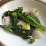 64217473 - 魚(ヒラメ)のア・ラ・ヴァプール 菜の花のソースで、アーモンドのカプチーノ仕立て