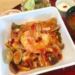 丼厨房 シェ・くぼた - 浜名湖の幸、南仏丼 (巻海老 アサリ イカ 蛸 白身魚を使いトマト味の丼)