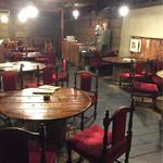 プー横丁 - 2階のテーブル席