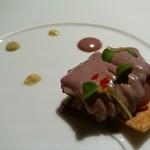 ペルー料理 bepocah - 蒸したタコのペルー産紫オリーブとコリアンダーソースで