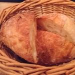 テルヌーラ - 自家製パン