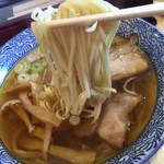 莢 - スープの透明感、麺がおめみえ