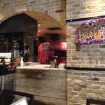 SALVATORE CUOMO & BAR - 店内のピザ窯