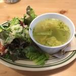 64225911 - サラダとスープ