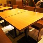 南海パーラー - テーブル席