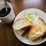 BREAD&DISHES MUGINOKI - パンバイキングはどれも美味しい~。ホットコーヒーはセルフでおかわり自由。