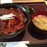 豚どん 白樺 - 豚丼(大盛り)  864円(税別)