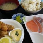 海辺の新鮮市場 - 本日のご飯は…あさり、鯛、タコ