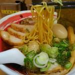 醤魂中華そば - 麺の箸上げは、この感じ。