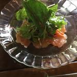 仙人掌 - 自家製マリネサーモンのサラダ
