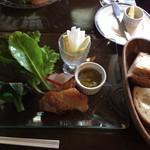 仙人掌 - 自家製ベーコンと根菜のバーニャカウダとバタール」