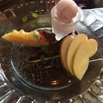 仙人掌 - チョコレートタルト、洋ナシタルト、桜アイス
