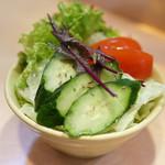 タンドゥール - ボリュームたっぷりのサラダ
