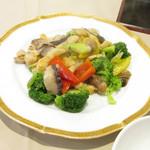 海城 - 料理写真:つぶ貝の野菜炒め