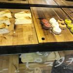 バールマンズ バル - チーズケーキとマカロン