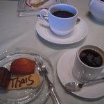 レストラン タイス - プティフールとエスプレッソ