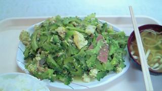 お食事処 波布 - 玉子、豆腐、ポーク…具沢山。ゴーヤが苦すぎず、イケる味でした・▽・)ノ