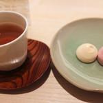 亀屋良長 - 和三盆焼きメレンゲとほうじ茶