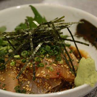福岡・長浜市場より届けられる旬の魚を提供!